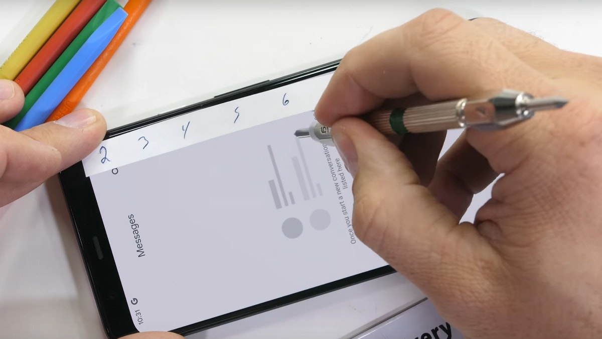 Google Pixel 4 XL Fails to Pass Bend Test in New Video, Seen to Be Prone to Scratches