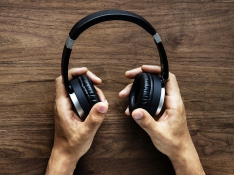 The Best Wireless Bluetooth Headphones Under Rs. 5,000 [October 2020]