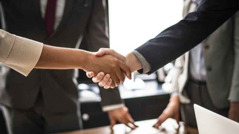 handshake unsplash