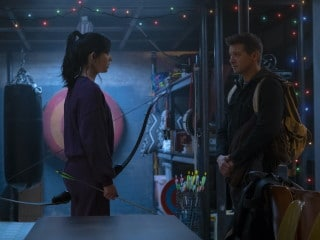 Hawkeye Trailer: Jeremy Renner, Hailee Steinfeld Deliver Marvel's First Christmas Series