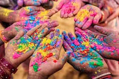 Celebrate Holi 2021 With Organic Holi Colours, Water Guns, Balloons And More