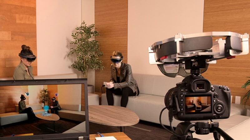 Microsoft HoloLens 'Spectator View' Rig Lets You Record AR Experience