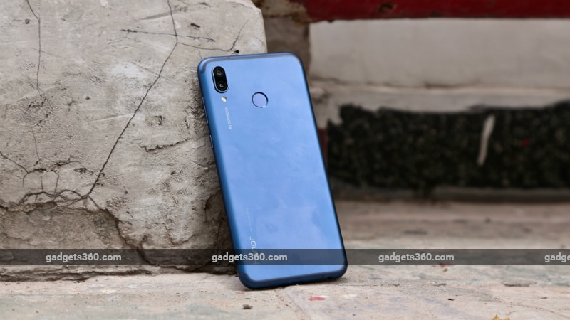 honor play fi back inline Honor Play