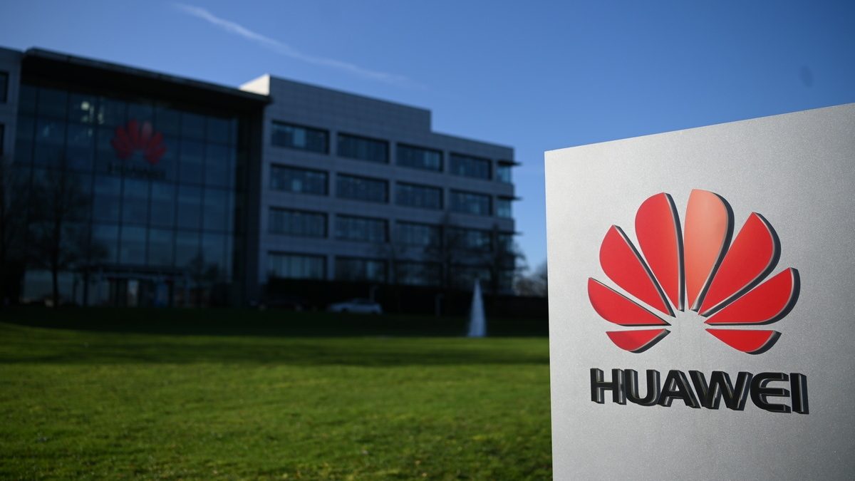 EU Will Not Ban Huawei, but Impose 'Strict' 5G Rules