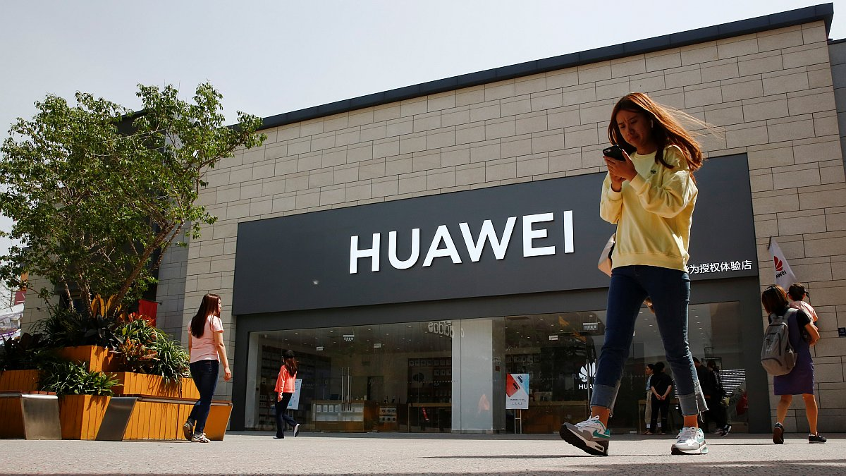 Huawei Says It Will Not Bow to US Pressure, Claims Growth 'May Slow, but Only Slightly'