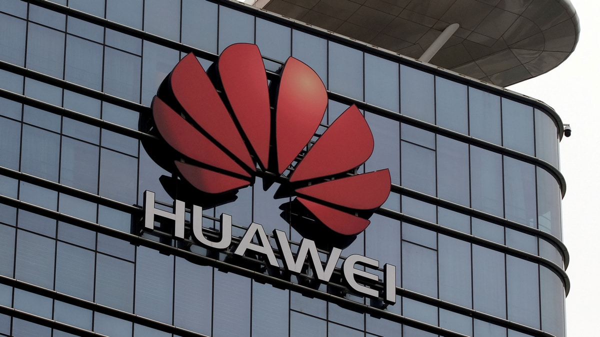 Huawei Said to Be Discussed by US Cyber Official, British Telcos in London Meeting