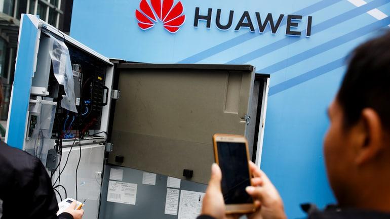 Huawei P30 में तीन रियर कैमरे होने का दावा