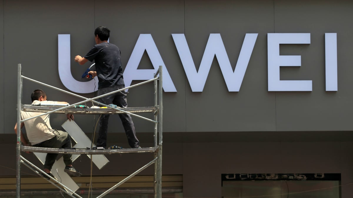 Huawei Says Goal to Be World's Top Phone Maker Some Time Off