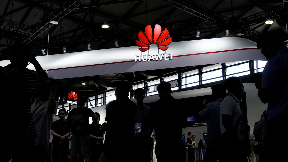 Huawei Says US Curbs to Cut Smartphone Unit's Revenue by Over $10 Billion
