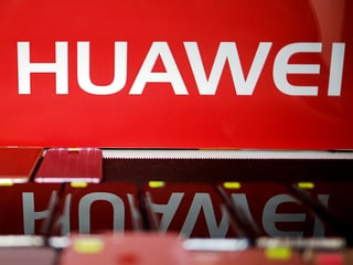 Huawei's Major Suppliers Said to Meet With White House to Discuss US Ban