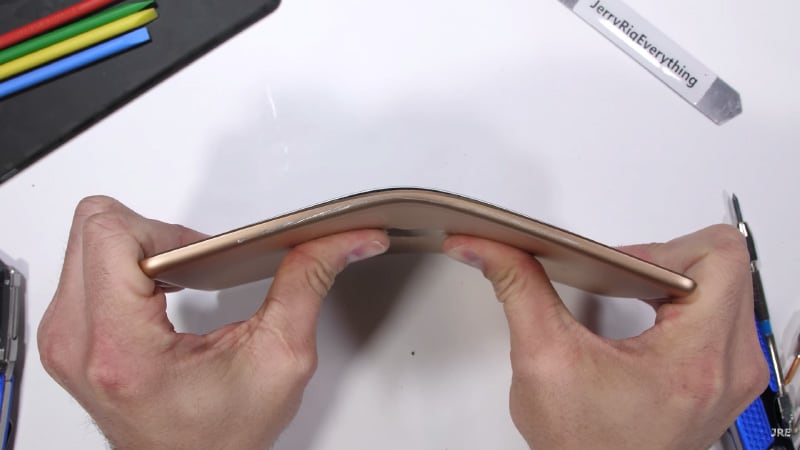 iPad mini (2019) Bends in Stress Test but Stays Usable With Screen Intact