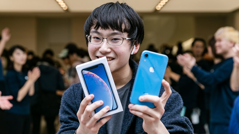 75aac51f3b6b90 iPhone XR Discounted by SoftBank, Apple Extends iPhone Trade-in Offer in  Japan