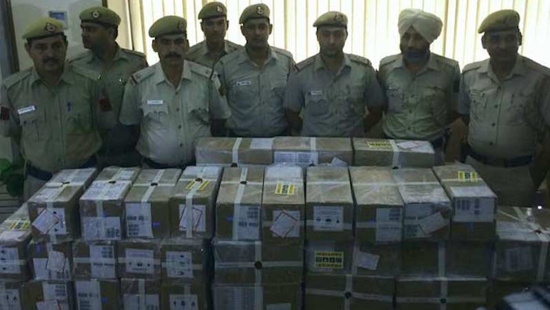 iPhone Theft: Two Arrested for Robbing 1,000 Units Worth Rs. 2.25 Crores in Delhi