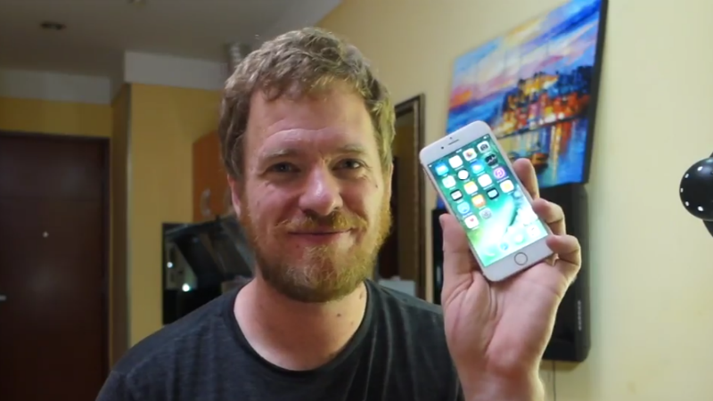 Watch How This Man Built an iPhone 6s From Spare Parts