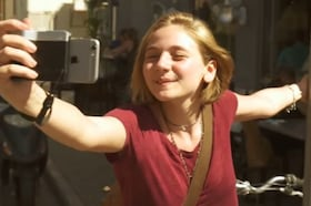 Innovative iPhone Grip Lets You Turn Your iPhone Into DSLR