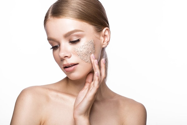 Tan Removing Facial Scrubs To Incorporate In Your Skincare Regime