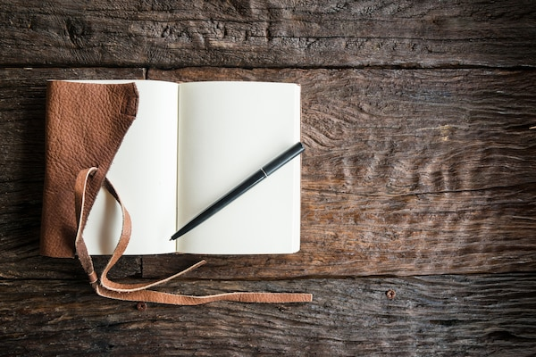 Leather-Bound Diaries: Give Vintage Touch To Your Writing