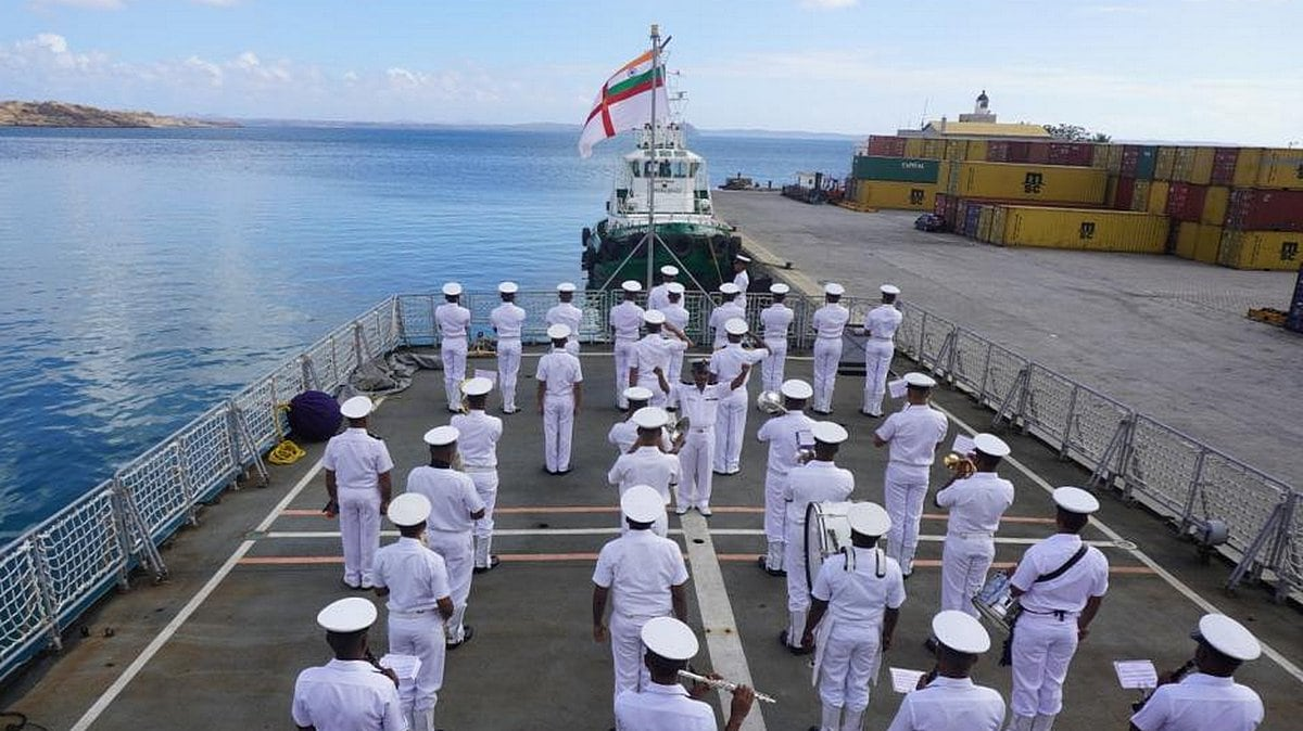 Indian Navy Bans Smartphones, Social Media on Bases, Ships