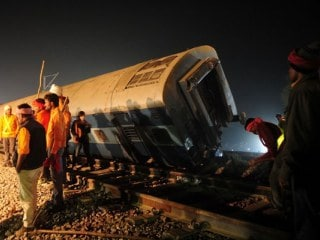 Indore-Patna Express Derailment: WhatsApp Being Used by Doctors to Find Kin of Survivors