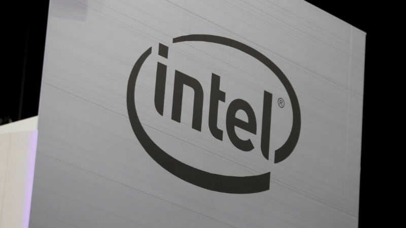 Intel Bucks Chip Industry Woes; Powered by PCs, iPhones