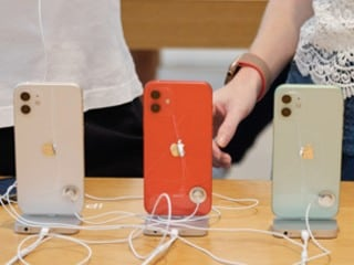 Apple Reports Falling iPhone Sales Due to Late Launch, Sees Services Revenue Rise