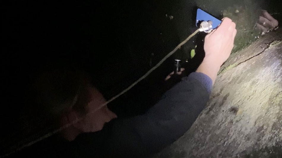 iPhone 12 Pro's MagSafe Helps Man Recover Phone After Dropping in Water