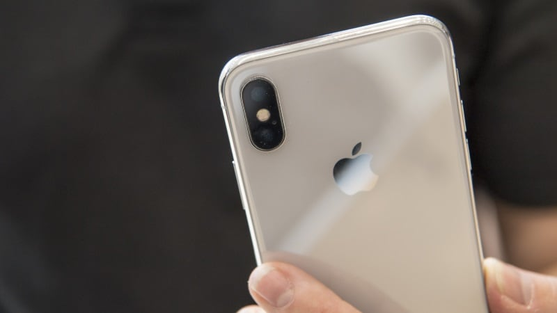 iPhone X's Dual Camera Glass Cracks Easily, Some Users Report