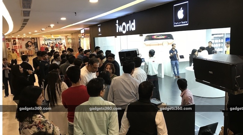 iPhone X Launches in India With Long Queues Outside Major Stores