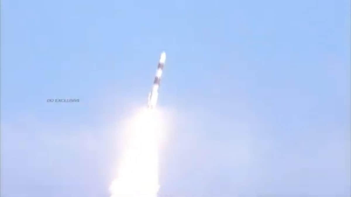 ISRO ने लॉन्च किया RISAT-2BR1 सैटेलाइट, सरहदों पर रखेगा नज़र