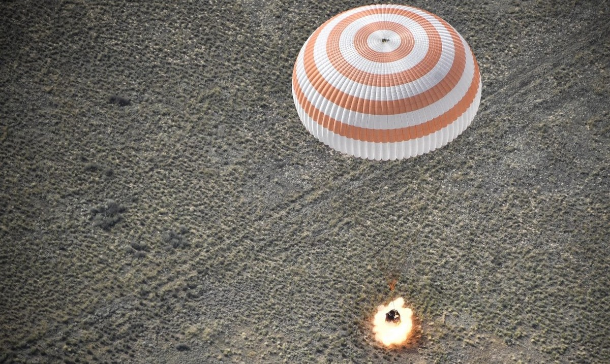 Russian north american astronauts return to earth