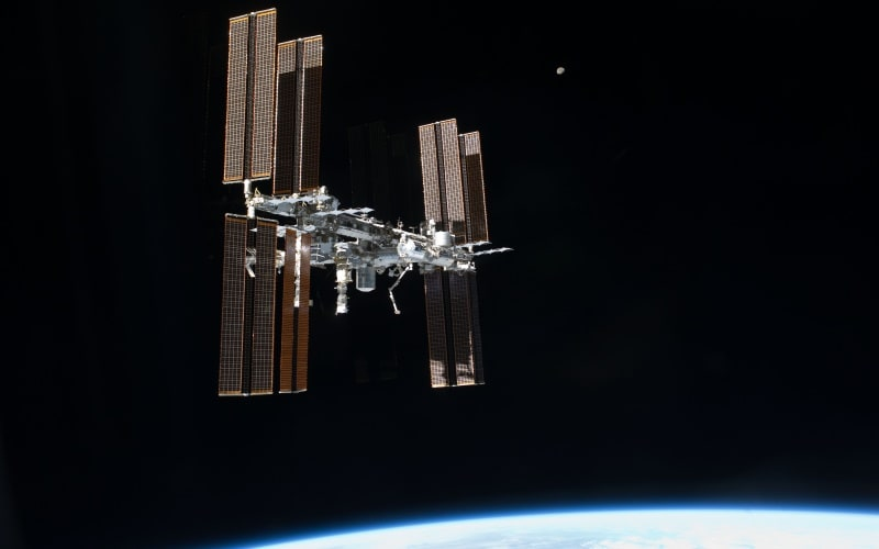ISS Astronauts Set Up TV Cameras for Arriving Ships