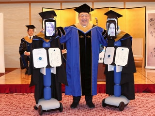 Robots Replace Japanese Students at Graduation Amid Coronavirus