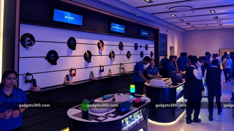 Samsung opens world's largest mobile experience centre in B'luru