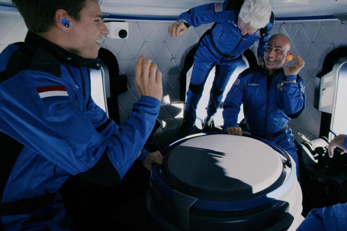 Jeff Bezos Successfully Completes Suborbital Travel Aboard New Shepard,  Does Back Flips in Zero Gravity | Technology News