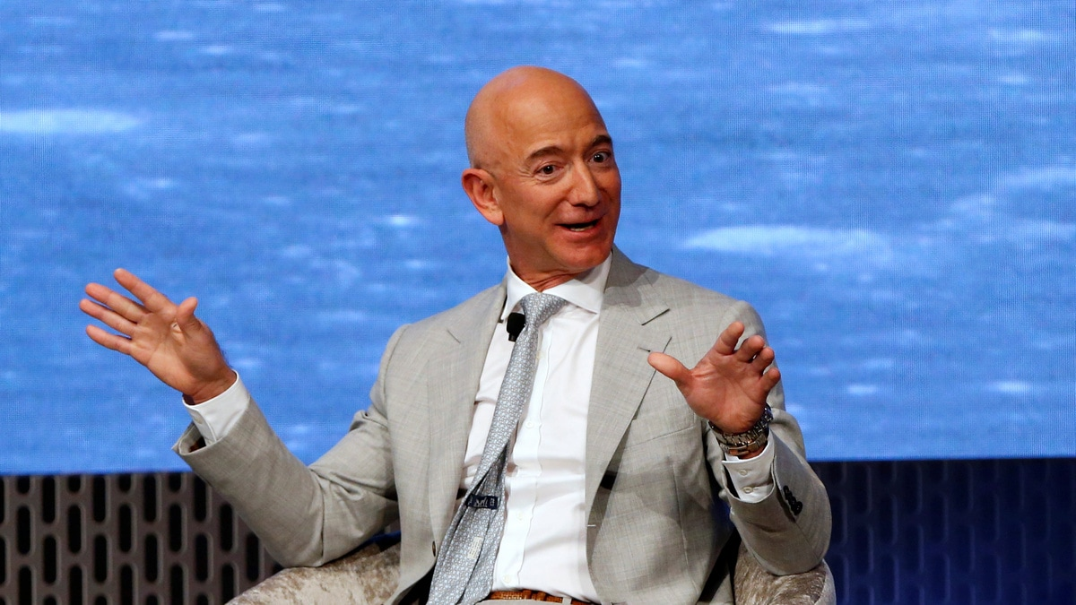 'Who Is Bezos?' US Student Asks as Amazon CEO Stands Next to Him
