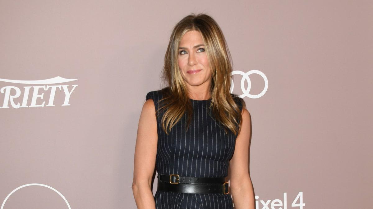 Jennifer Aniston 'Breaks' Instagram With 'Friends' Selfie Debut