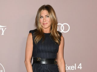 Jennifer Aniston 'Breaks' Instagram With 'Friends' Selfie Debut