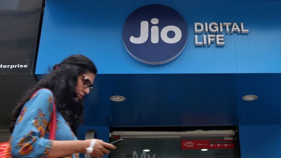 Saudi, US Firms Eye Stakes in Reliance Jio: Report