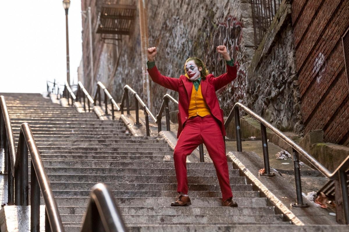 Joker Trailer: Joaquin Phoenix Turns Into the Famous Clown in '80s Gotham |  Entertainment News