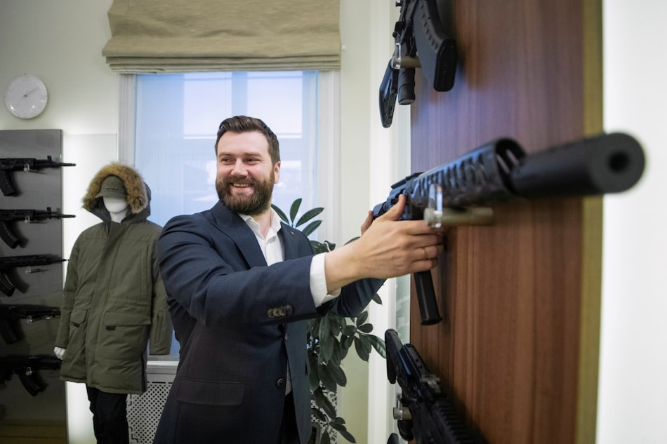 Kalashnikov Woos Gadget Lovers With Ultima Shotgun That Syncs With Smartphones, Eyes Production in India