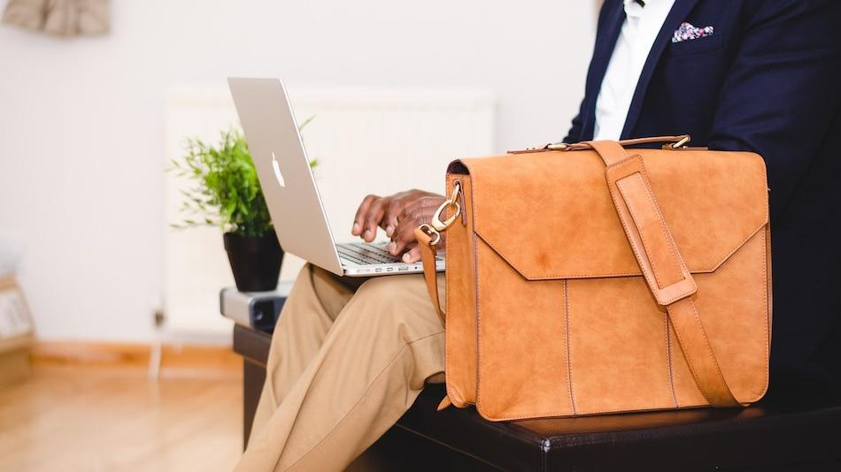 Amazon Prime Day Sale 2021 में लैपटॉप बैग की इन शानदार डील्स को जरूर देखें