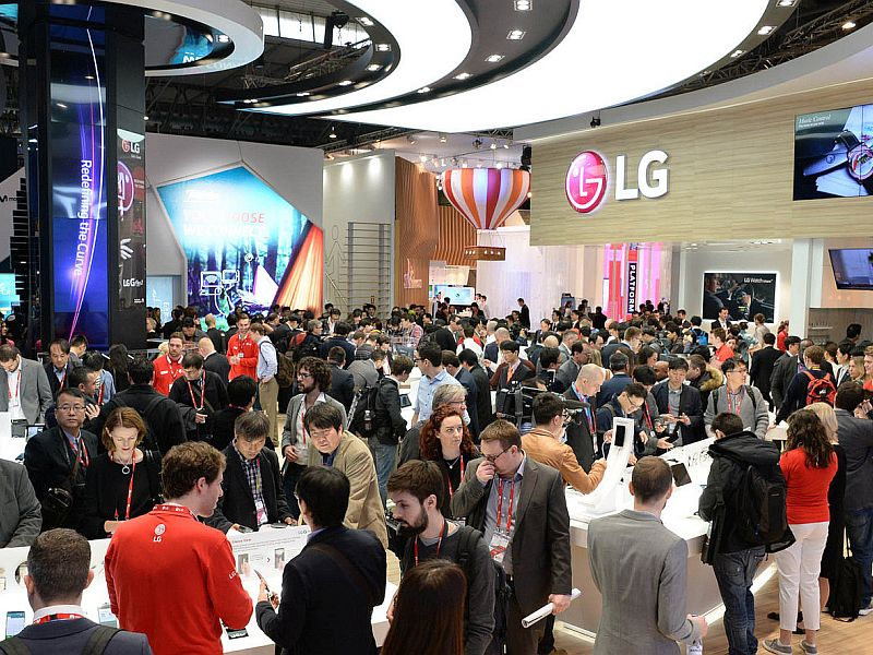 LG G6 Leaked Live Image Hints at Dual-Camera, Shiny Back, and More