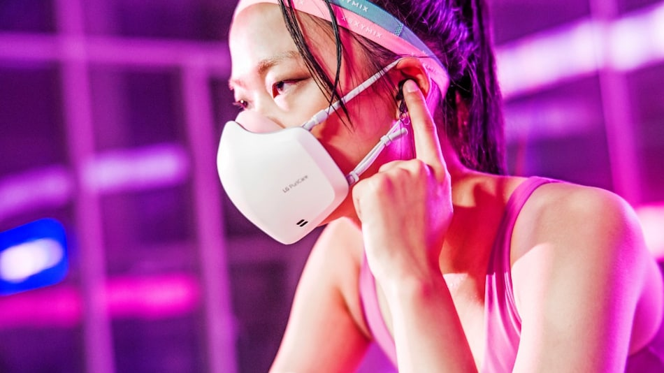 LG's New PuriCare Face Mask Comes With Inbuilt Air Purifier, Microphone to Reduce Muffled Sounds