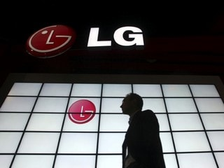 LG Is Said to Plan Selling TVs That Roll Up Like Posters in 2019