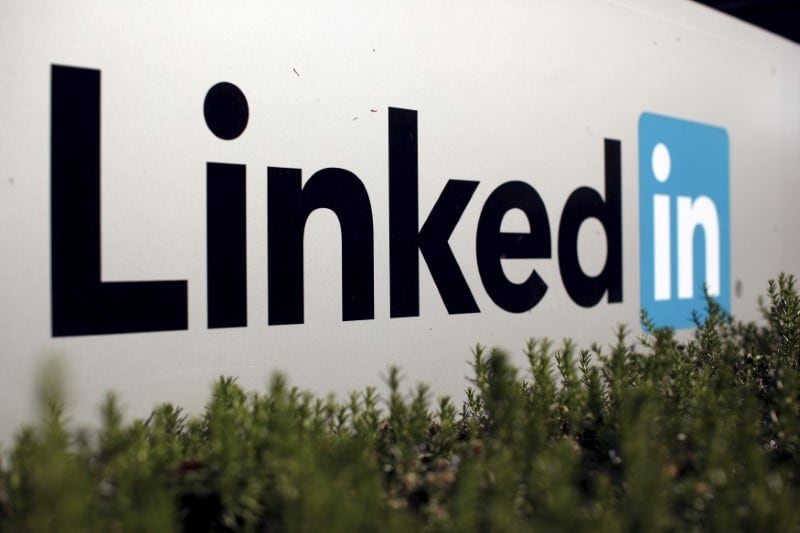 Russia Asks Apple, Google to Remove LinkedIn From App Stores