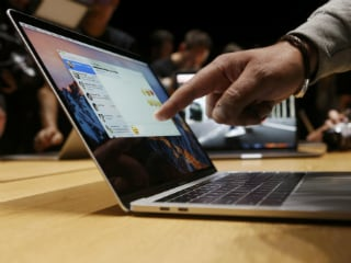 MacBook Pro 2016 vs Microsoft Surface Pro vs HP Spectre 13 vs Dell XPS 13, Which One to Buy in India
