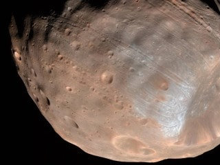 'Potato' or 'Raggedy' Mars Moon? NASA Releases Image of Phobos