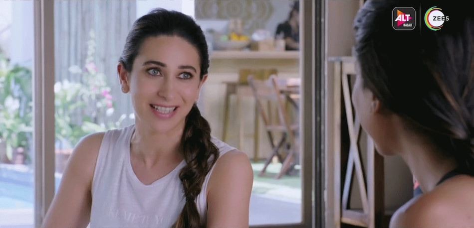 Mentalhood Trailer: Karisma Kapoor Is One of Six 'Supermoms' in ALTBalaji, Zee5 Series