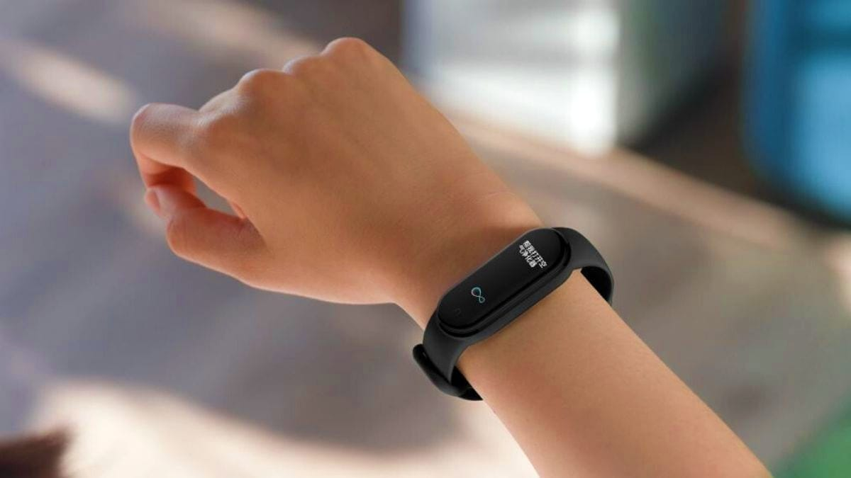 The $30 Mi Band 5 just destroyed the Fitbit Inspire HR