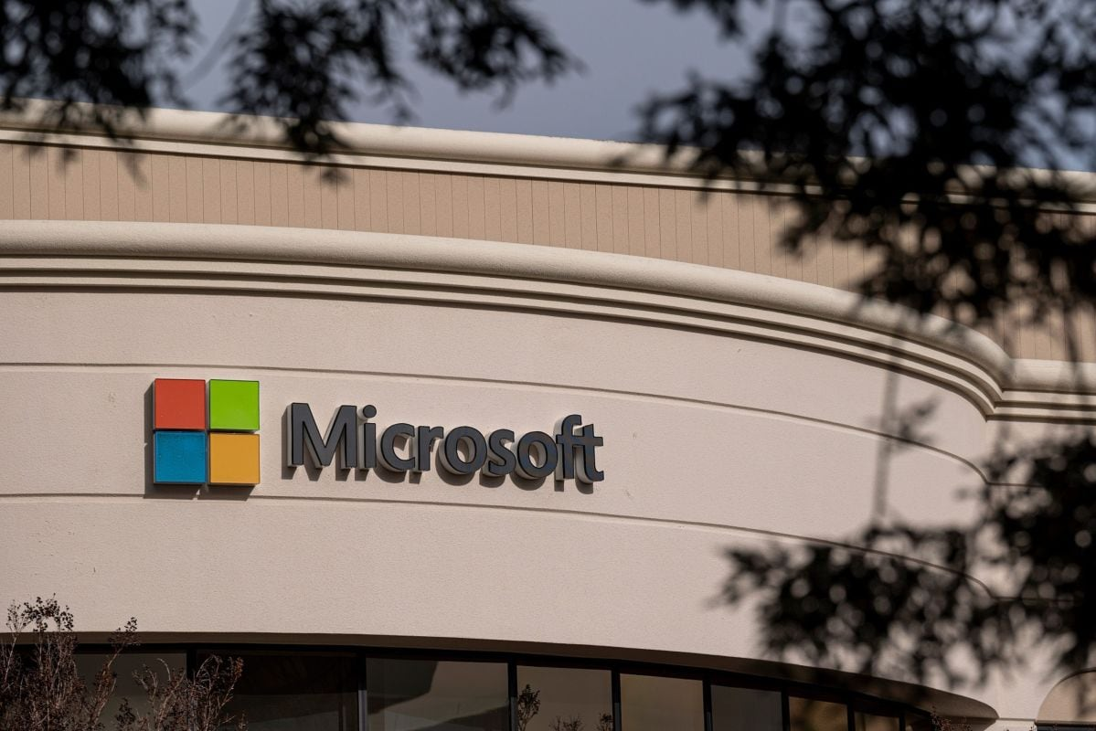 Microsoft Rises to Join Apple in Exclusive  Trillion Club